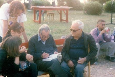 Άλλη μια φωτογραφία από τη συνάντηση του Γιάννη Ταμτάκου με τον Abel Paz στη Θεσσαλονίκη