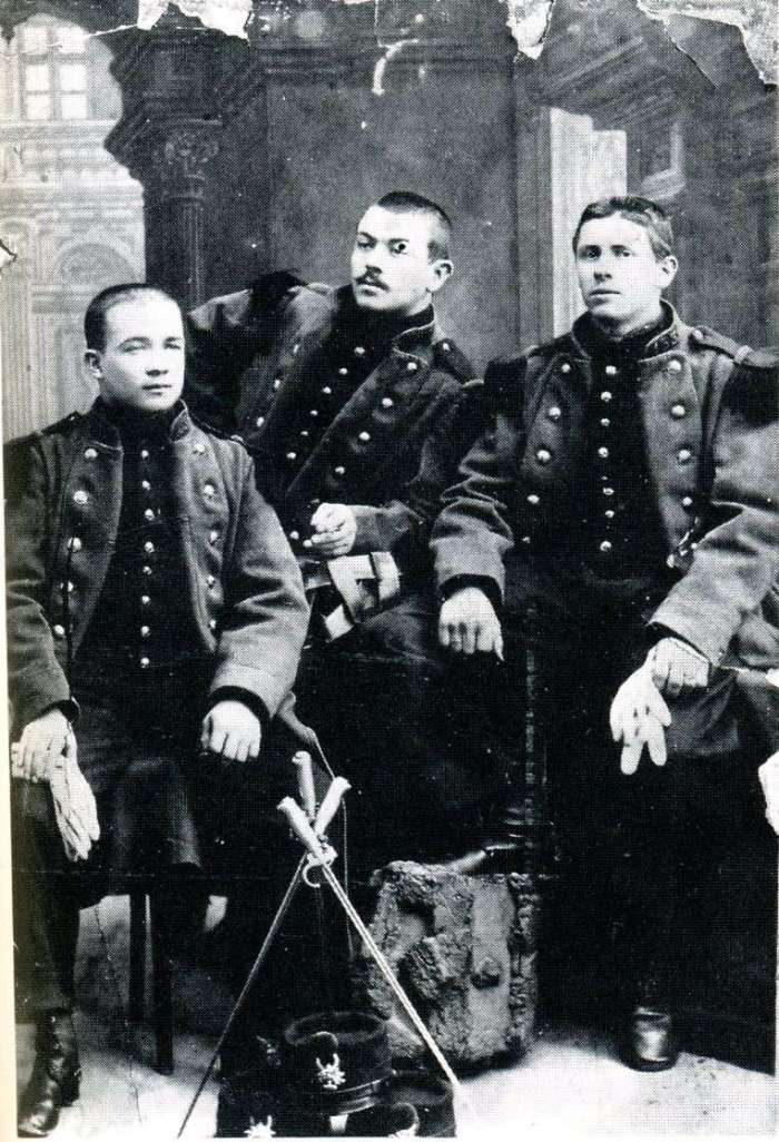 Στη μέση, Jules Bonnot σε 133 RI-1897