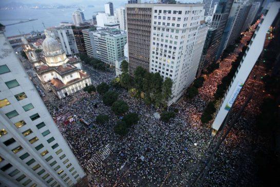 rio_protest_aerial.jpg.size.xxlarge.promo