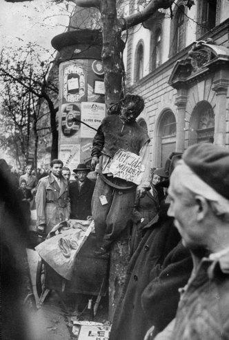 """""""Δικαιοσύνη του δρόμου"""" που απονεμήθηκε από αντάρτες κατά τη διάρκεια της Ουγγρικής Επανάστασης, 1956."""
