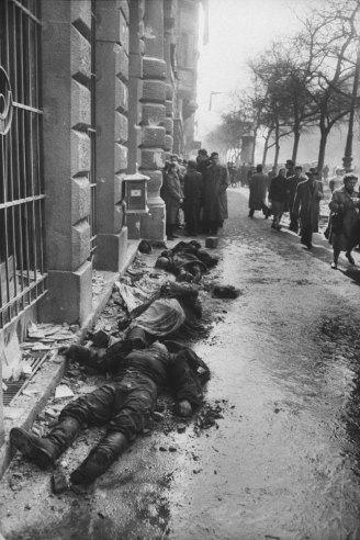Θάνατος και καταστροφή στους δρόμους της Βουδαπέστης, 1956.