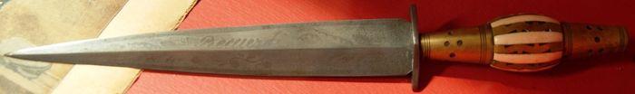 Το μαχαίρι που χρησιμοποίησε ο Σάντε Καζέριο
