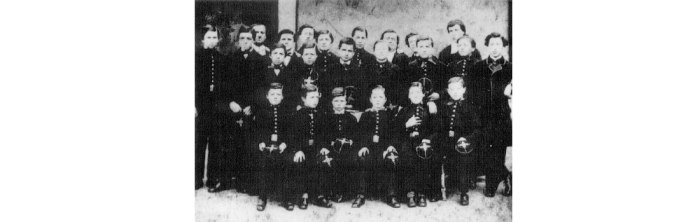 Institution Roussot. Ο Ρεμπώ είναι το τρίτο καθιστό παιδί από τ άριστερά, εδώ σε ηλικία 10 ετών.