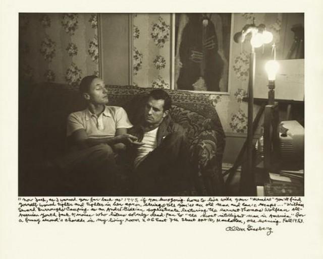 Ο Μπάροουζ και ο Τζακ Κέρουακ στο διαμέρισμα του Γκίνσμπεργκ στην East Seventh Street (1953).