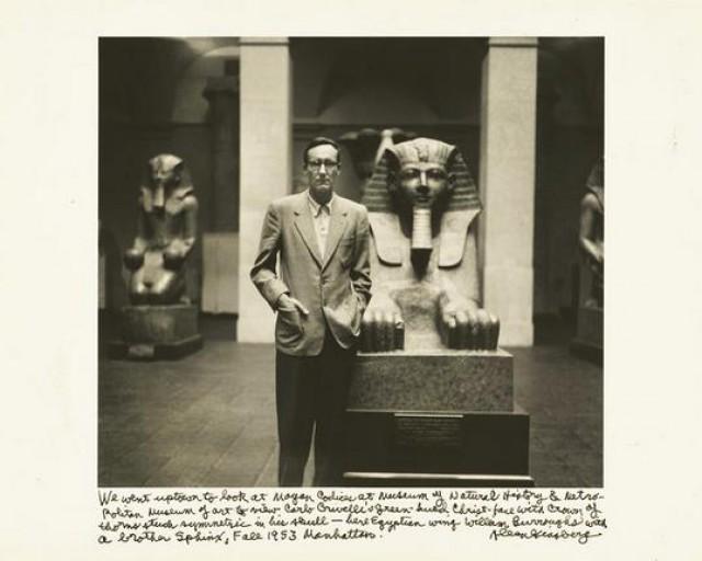 Ο Μπάροουζ στο Metropolitan Museum of Art (1953).