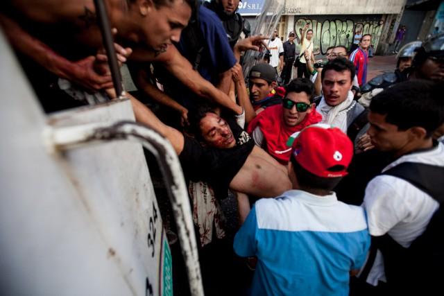 Νεαρός φοιτητής μεταφέρεται μετά από χτύπημα σφαίρας