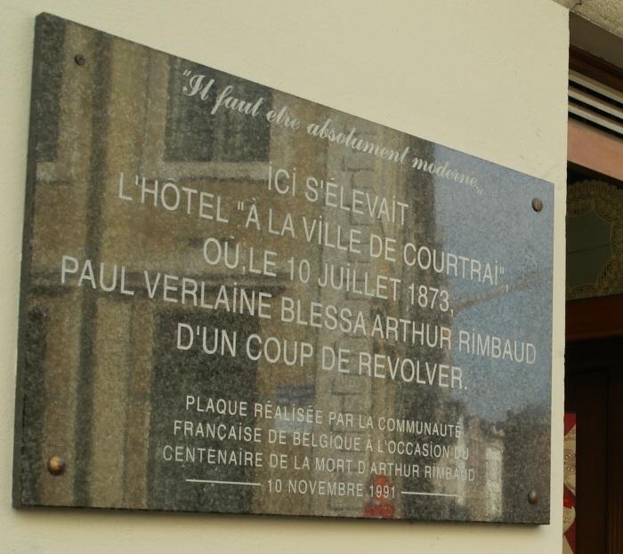 Πλάκα που τοποθετήθηκε για τα εκατό χρόνια από το θάνατο του Ρεμπώ στον τόπο όπου πυροβολήθηκε από τον Βερλαίν στις Βρυξέλλες