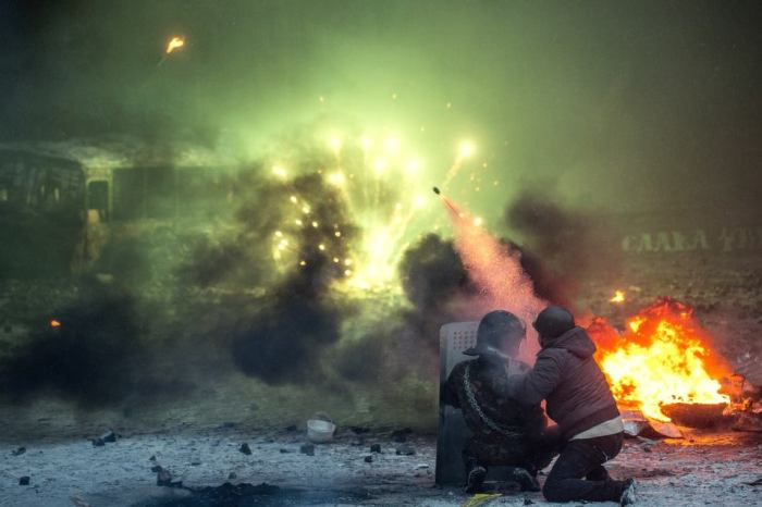 kiev-day-of-the-rope-ukraine-nationalist-protest-launch-rocket