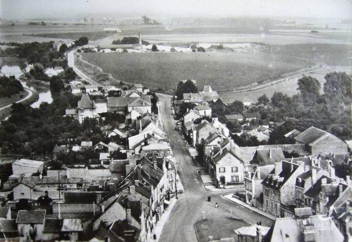Attigny (μία μικρή κωμόπολη κοντά στη γενέτειρα του Rimbaud). Η οδός Arthur Rimbaud. Καρτ ποστάλ Delcampe.