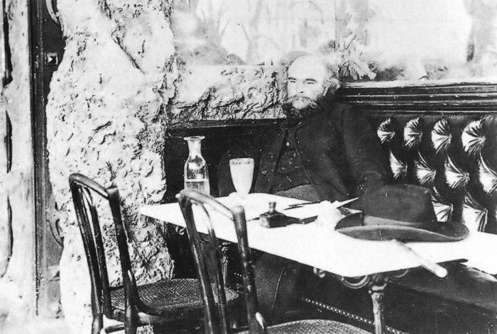 O Verlaine πίνει αψέντι στο Café François 1er in (1892). Φωτ. Paul Marsan Dornac.