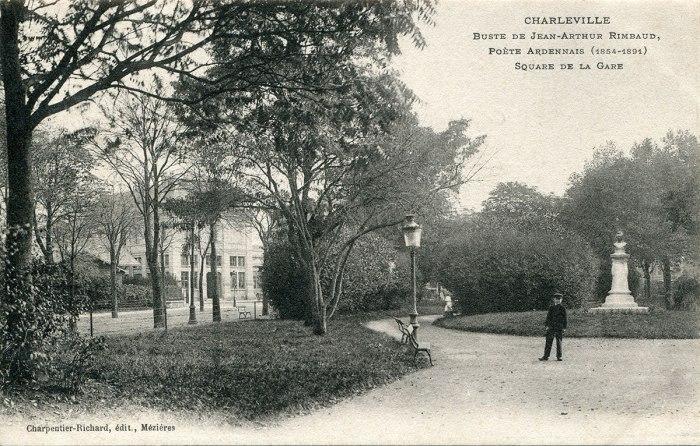 Η προτομή του Rimbaud στο πάρκο του Σταθμού της πόλης Charleville όπου γεννήθηκε.