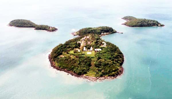 Iles du Salut, Γαλλική Γουιάνα, το περίφημο «νησί του Διαβόλου» το οποίο υπήρξε από το 1852 έως το 1946 φυλακή για πολιτικούς κρατουμένους, μεταξύ των οποίων και ο Ντρέιφους.