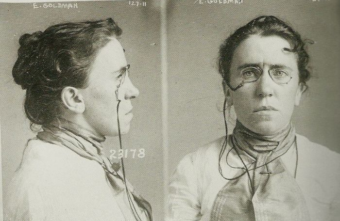 Στις 10 Σεπτεμβρίου 1901, μετά τη δολοφονία του McKinley, Emma Goldman συνελήφθη και κατηγορείται ότι είναι μέρος της συνωμοσίας.  Το 1917, έτος κατά το οποίο οι Ηνωμένες Πολιτείες εισήλθαν στον πόλεμο κατά της Γερμανίας, Emma Goldman κάλεσε τους Αμερικανούς να αρνηθεί το σχέδιο. Στις 9 Ιουλίου του 1917, είχε συλληφθεί και να δικαστεί σύμφωνα με το νόμο περί κατασκοπείας από το Δικαστήριο της Νέας Υόρκης. Καταδικάστηκε σε φυλάκιση δύο ετών, και η απελάθηκαν στη Ρωσία το 1919.