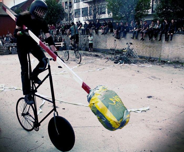 Bike Wars. DIY PUNK FEST 2011, Ungdomshuset. Βλ.wardance.tumblr.