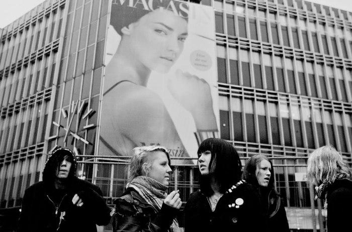 John Tully : Anarcho Punks. 'Ενα ρεπορτάζ του αμερικανού φωτογράφου για την αναρχοπάνκ κοινότητα της Κοπεγχάγης και τον αγώνα υπεράσπισης της κατάληψης Ungdomshuset.