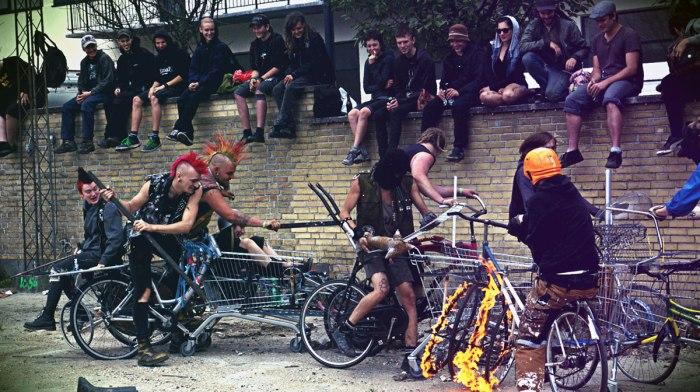 Bike Wars. DIY PUNK FEST 2011, Ungdomshuset. Βλ. wardance.tumblr.