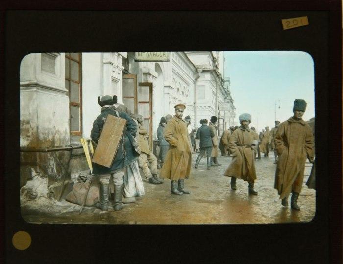 Στρατιώτες στο σιδηροδρομικό σταθμό του Ομσκ