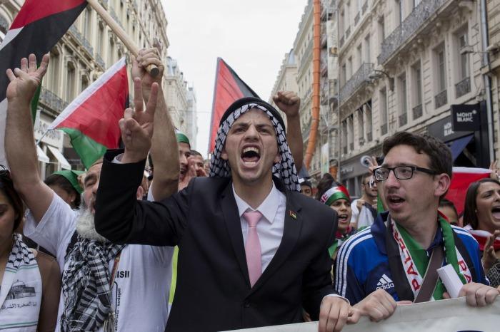 Διαδηλωτές στην πορεία που πραγματοποιήθηκε στη Λυών