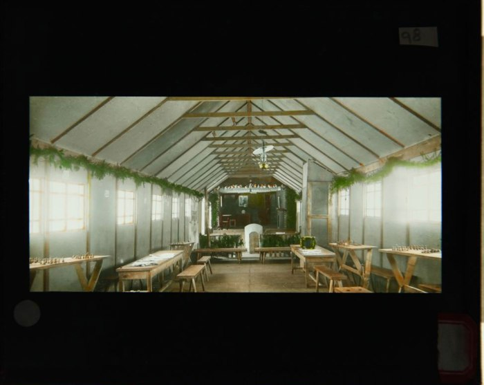 Το εσωτερικό του «Σπιτιού του Στρατιώτη» στο Βαλκ, στην ανέγερση του οποίου βοήθησε ο Rahill