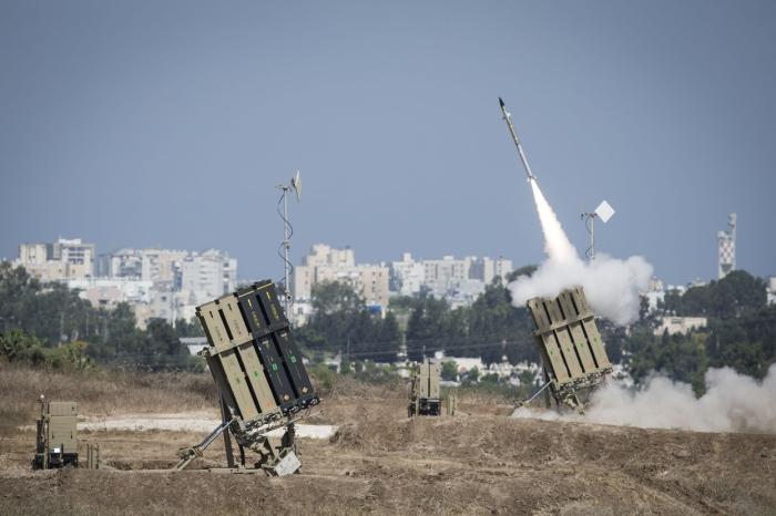 Ο «Σιδερένιος Θόλος» (Iron Dome) το σύστημα αντιπυραυλικής άμυνας του Ισραήλ ετοιμάζεται να αναχαιτίσει την επίθεση στην πόλη Ασντόντ.