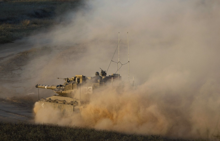 Τα τανκς του ισραηλινού στρατού σε πορεία προς τα σύνορα Ισραήλ - Γάζας