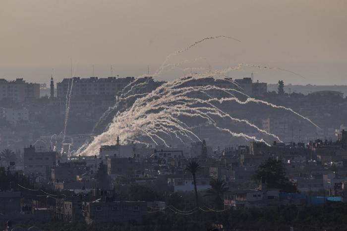 Εικόνα από το νότιο τμήμα των συνόρων Ισραήλ και Γάζας μετά από αεροπορική επιδρομή