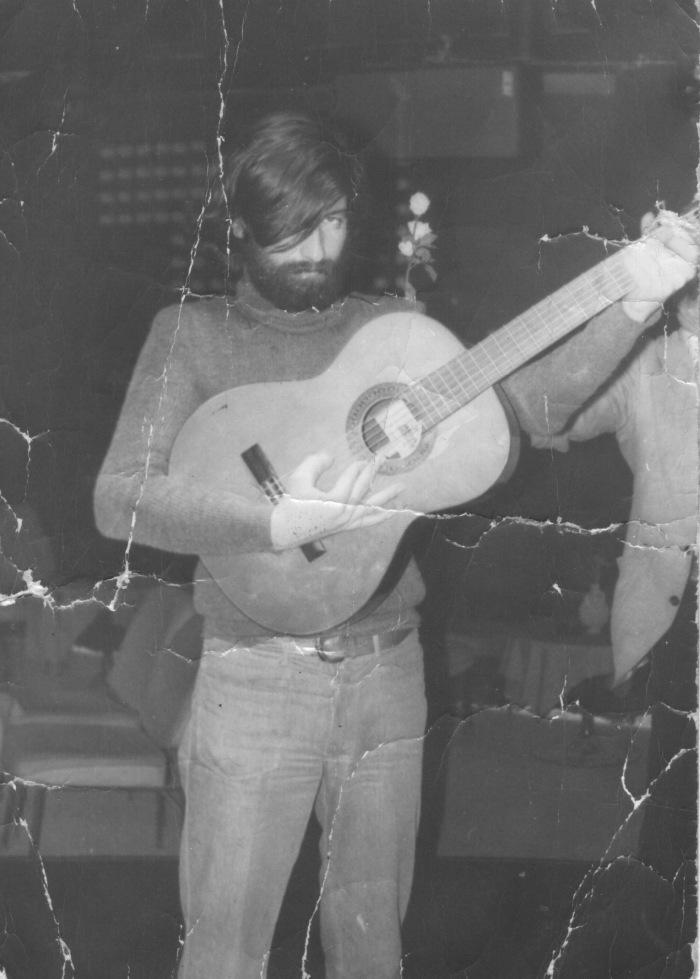14.Φθαρμένη-φωτό-με-κιθάρα