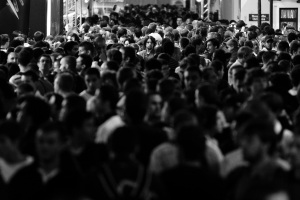 1-Man-in-the-crowd---Paris_1500