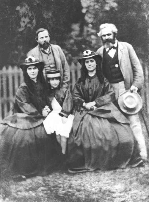 Ο Μαρξ, ο Ένγκελς με τις κόρες του Μαρξ Φωτ.: Wikipedia
